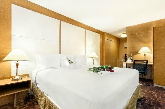 Royal Beach Palace: king villa room