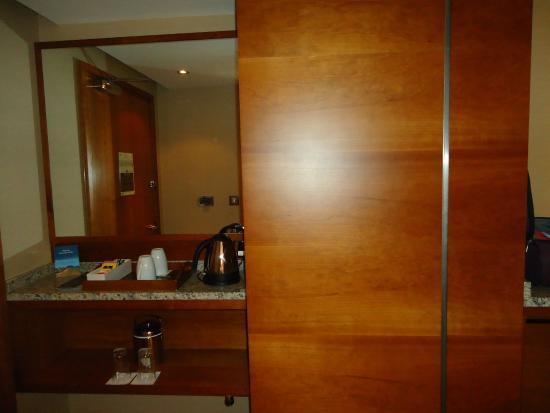 Bedroom has tea/coffee maker - Picture of Sofitel London Heathrow ...