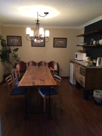 Alpenrose Bed and Breakfast: Brand New Breakfast Bar