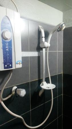 ليليفانت بلو كوتيدجيز: Basic hot water
