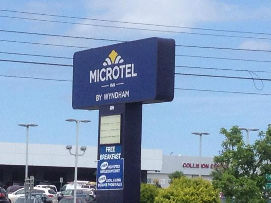 Microtel Inn by Wyndham Henrietta/Rochester: Microtel - front sign board