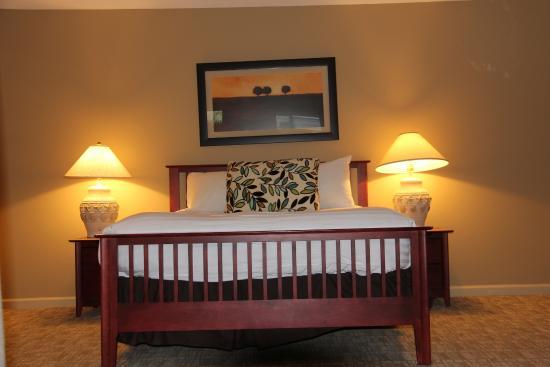 Bedroom, Pacific Shores Resort and Spa     1-1600 Stroulger Road, Nanoose Bay, British Columbia