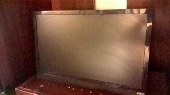 Loyalty Inn Petersburg: Tv still looking dirty after 1 day of my stay