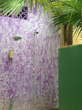 Empalme a Las Playas: Outside shower