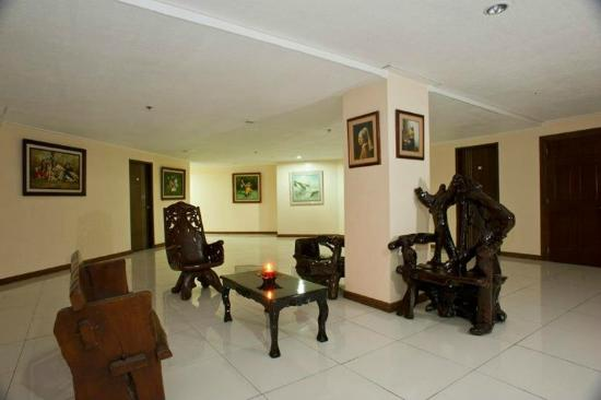 Dely's Inn: This is a part of the hotel hall, i sat here while waiting for my daughter