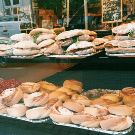 Sankt Peders Bageri: bakery's display