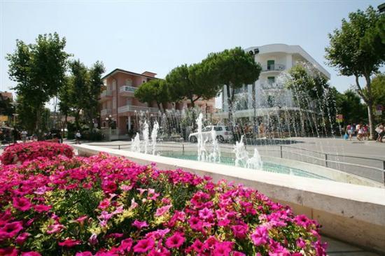 Spiaggia bagno delio foto di hotel napoleon san mauro a - Bagno delio san mauro a mare ...