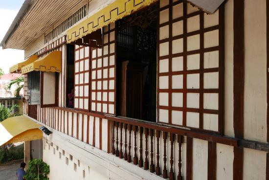 Tsokolate picture of camina balay nga bato iloilo city for Capiz window