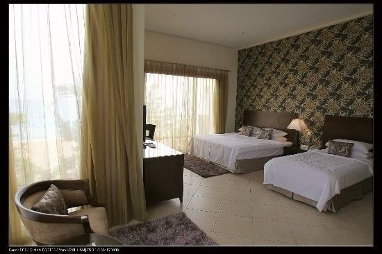 Chateau Beach Resort : 寬敞舒適的雙併套房