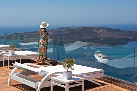 Athina Luxury Suites : Unlimited luxury and views...