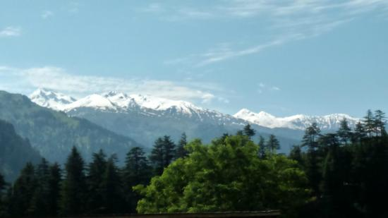 Tourist Nest Old Manali : Snow view mountain from the balcony