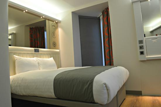 Tune Hotel - London, Canary Wharf - Picture of Point A Hotel