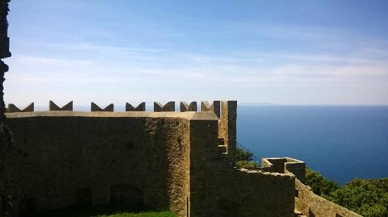 Populonia, Italy: torrione e Corsica