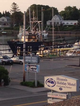 Hyannis Holiday Motel: Location is amazing, water view from my room!