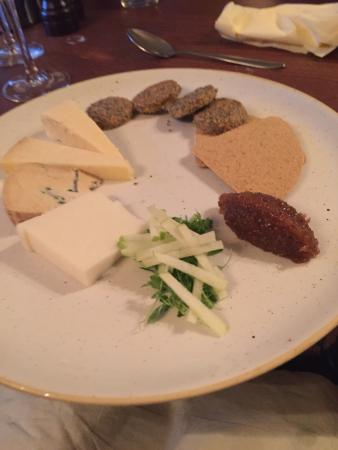 The Honingham Buck: Pork belly & cheese board