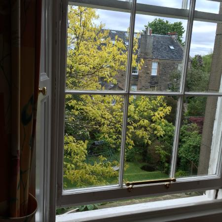 Tantallon Place Bed and Breakfast: View from bedroom over the tranquil garden