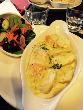 Fiddler's: Ottimo il pasticcio di salmone, formaggio e patate ... A dir poco delizioso !!!!