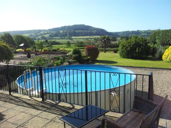 Colyford, UK: Pool and view from the room