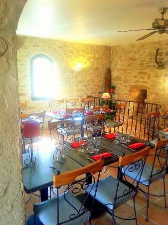 La Table des Troubadours: La salle du restaurant