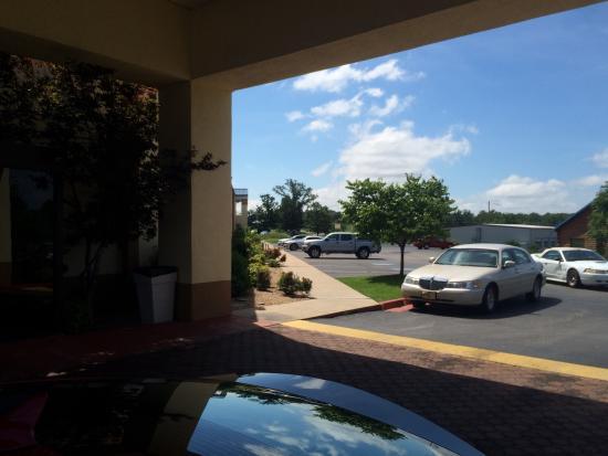 Days Inn & Suites Tahlequah: photo1.jpg
