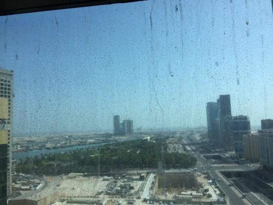 Southern Sun Abu Dhabi: Dirty windows