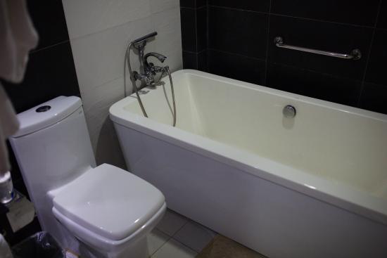 شا تان هوتل: ванная комната