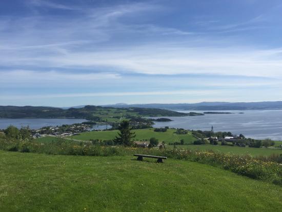 Oyna: Utsikt fra Øyna gård mot Straumen på Inderøya