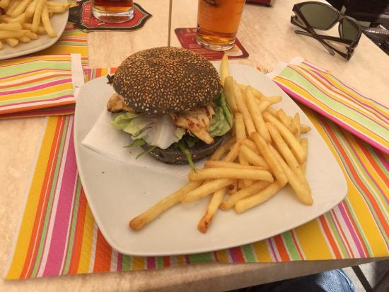 Kontatto Cafe: Black burger
