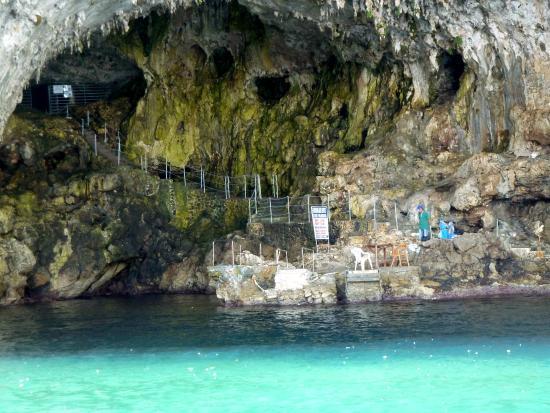 Grotta Zinzulusa vom Meer aus gesehen