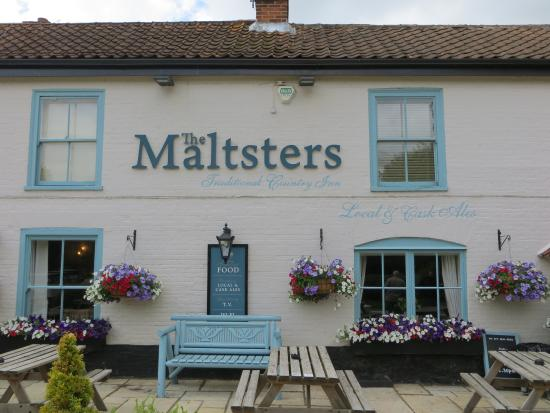 Maltsters Pub & Restaurant: Mint ice cream green walls make it easy to find