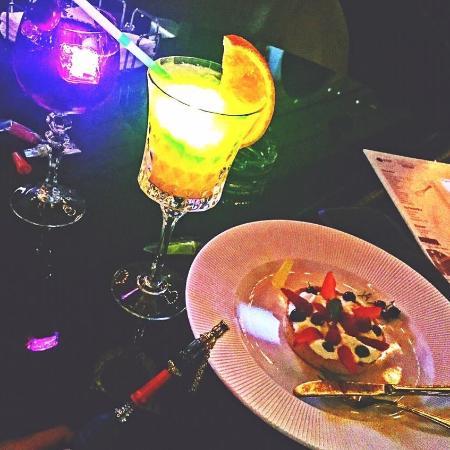 Blackberry Lounge Bar : Калин,десерт,коктейл