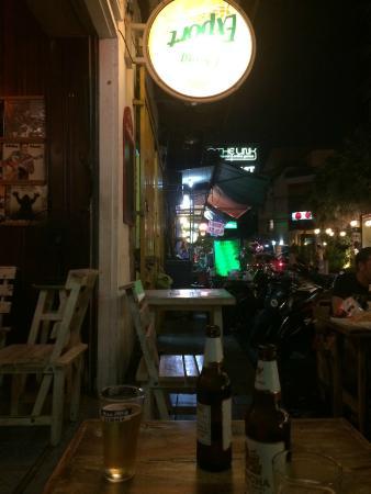 Cha's Bar