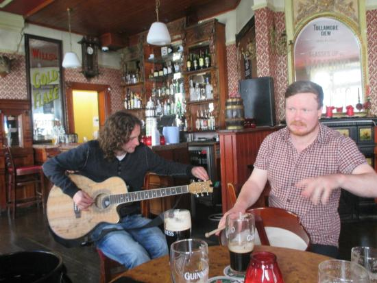 The Irish Folk Experience: Ronan and Denny begin the music!