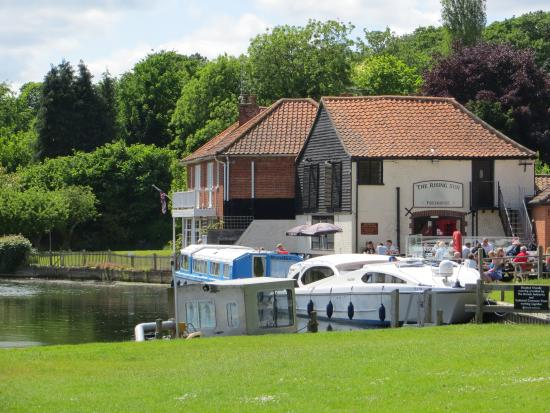 The Rising Sun: Picture postcard pub on the Broads