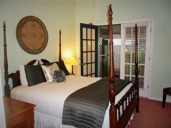 Carriage Way Bed & Breakfast: Silver