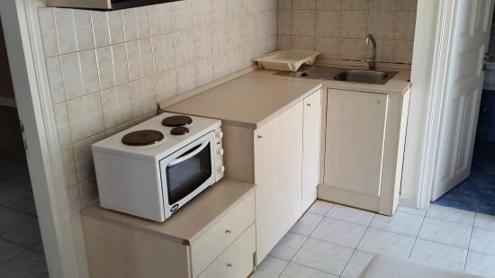 Marialena Village Apartments: Kitchen