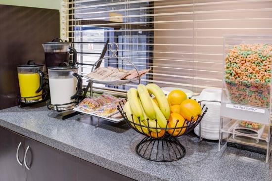 Breakfast Picture Of Rodeway Inn Los Angeles Los
