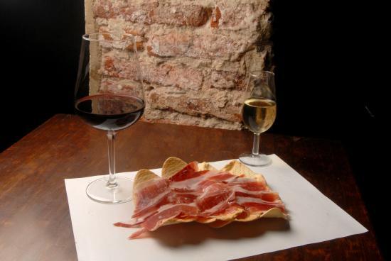 Delicatessen Merkajamon: Jamón Ibérico y vino