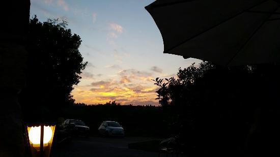 https://media-cdn.tripadvisor.com/media/photo-s/08/24/26/4f/tramonto-al-tuga.jpg