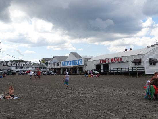 Short Sands Beach: The arcade & bowling alley on the boardwalk