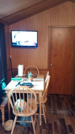 Adventure Bound Camping Resort - Gatlinburg: Dining Area with flat screen TV