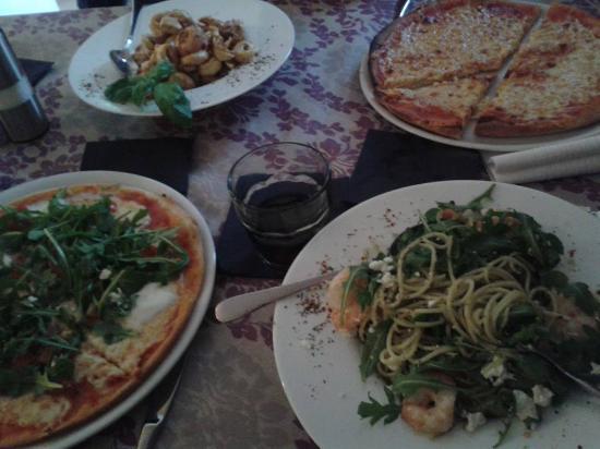 Hausgemachten Pizzavariationen Tortellini Spaghetti Genusszentrale