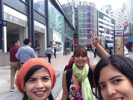 Zhong Tai Lai Hotel: hotel & pintu D stasiun Lao Jie