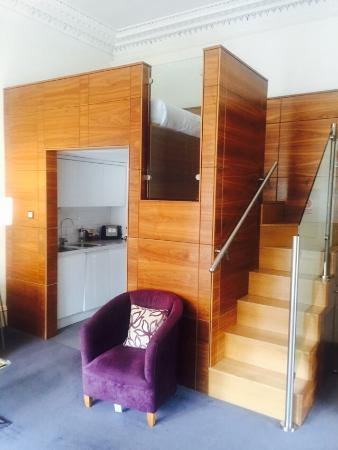 Merchiston Residence: The double bed deck-so cosy and beautiful walnut and glass design