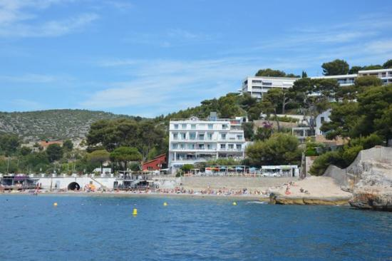 Cassis from boat picture of hotel de la plage mahogany for Cassis france hotels