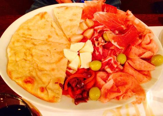 Princi Pastizza: Antipasto platter