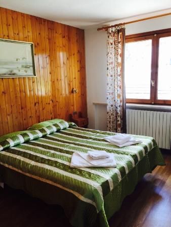 Stanza da letto foto di hotel piccolo chalet sauze d - Stanza da letto ...
