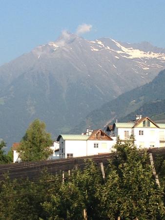 Hotel Karin : Aussicht vom Balkon im Erdgeschoß