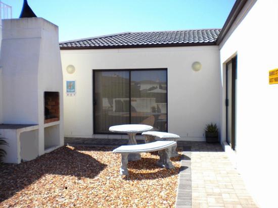 Langebaan, South Africa: seahorse cottage outdoor braai area