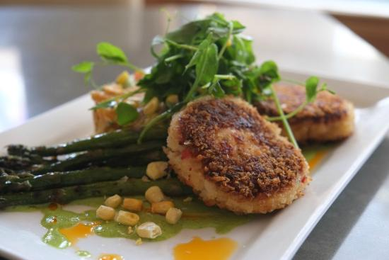 Wicked Restaurant and Wine Bar: Lobster and Scallops cakes